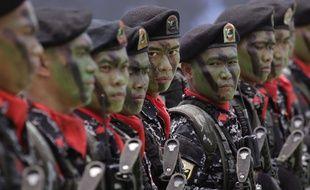 Des soldats philippins lors d'une cérémonie à Manille, le 22 mars 2016.