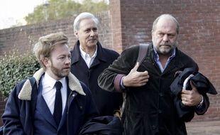 Georges Tron (au centre) accompagné de ses avocats Antoine Vey et Eric Dupond-Moretti.
