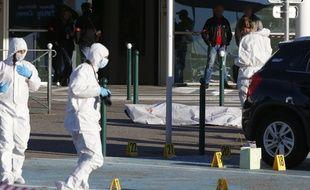 Les enquêteurs après la fusillade du 5 décembre dernier devant l'aéroport de Bastia.