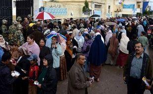 A Alexandrie, deuxième ville d'Egypte et bastion des Frères musulmans, les Coptes votaient lundi sur fond d'inquiétude pour l'avenir de leur communauté chrétienne, la plus grande du Moyen-Orient avec 8 millions de fidèles.