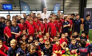 Pauleta avec les enfants de l'académie du PSG à Mérignac.