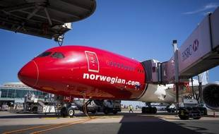 Un avion de la Norwegian Air sur le tarmac de l'aéroport de Roissy-Charles de Gaulle à Paris.