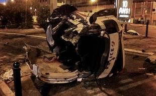Voiture de la police accidentée le 22septembre 2012à Cannes.