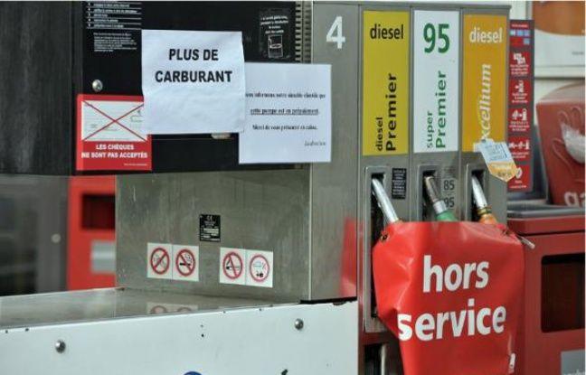 Seules six stations-service sur vingt-trois étaient ouvertes à Lyon hier.