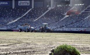 Attaquée par deux bactérie, la pelouse du Stadium a dû être remplacée à la fin de l'été...