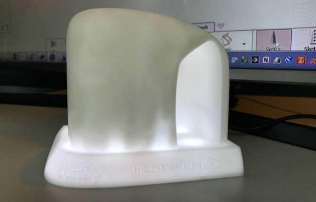 Une maquette, elle aussi imprimée en 3D, préfigure de l'état du futur bâtiment.