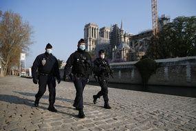 Des policiers à Paris le 15 avril 2021.