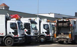 Des camions-poubelle. (Illustration)
