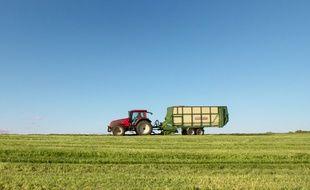 Le conducteur a percuté un camion avec son tracteur. Illustration