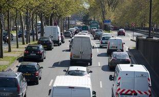 Paris le 06 avril 2011. Illustration voitures, vehicules dans les embouteillages sur les berges de la Seine au niveau du quai de  Bercy.