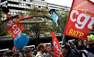 Devant le siège de la RATP, vendredi matin, les syndicats étaient mobilisés.