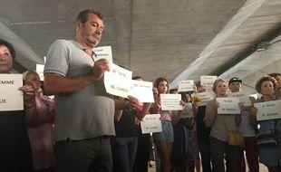 A Cagnes-sur-mer, près de cent personnes ont rendu hommage à la centième victime de féminicide.
