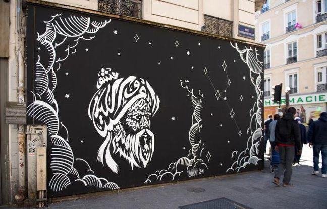 Peinture d'une nuit étoilée et d'un visage en lettrage arabe