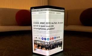 Le Huawei Mate X se plie et déplie au gré des usages.