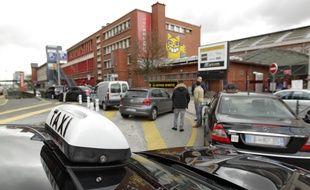 Les taxis lillois ont bloqué le secteur des gares.