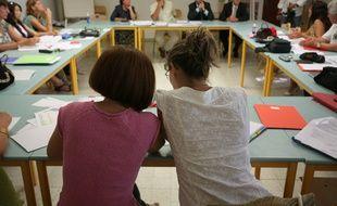 Reunion des pre rentree planning et attribution des classes. professeurs et enseignants d'une ecole elementaire de Toulouse.