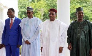 De g à d: les présidents du Bénin Boni Yayi, du Nigeria Mohammadu Buhari, du Niger Mahamadou Issoufou et du Tchad Idriss Deby lors d'un sommet qui a décidé la formation d'une force régionale contre Boko Haram, le 11 juin 2015 Abuja, au Nigeria