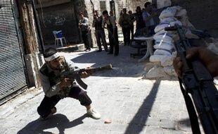 """Les rebelles syriens ont affirmé vendredi avoir reçu récemment de l'étranger des quantités d'armes """"modernes"""" susceptibles de """"changer le cours de la bataille"""", au moment où l'armée du régime de Bachar al-Assad intensifiait ses opérations à Damas et ses environs."""