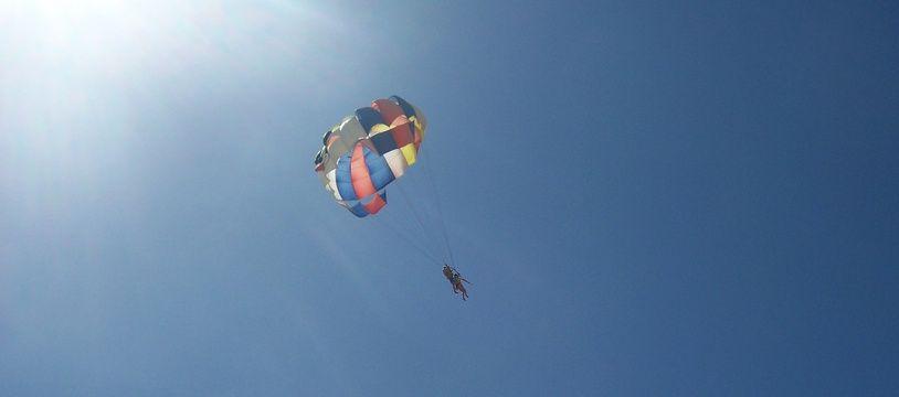 Illustration d'un saut en parachute