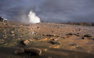 Aux nombreux geysers, l'Islande située sur une importante zone volacanique dispose d'une géothermie implantée depuis la fin de la seconde guerre mondiale.