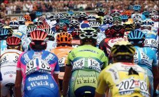 S'il s'est donné dimanche un jeune vainqueur de 24 ans, l'Espagnol Alberto Contador, le Tour de France, vénérable institution centenaire, se cherche un nouvel avenir après une 94e édition gangrenée par les soupçons de dopage.