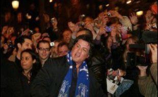 """L'acteur américain Sylvester Stallone a affirmé lundi à la presse avoir tourné un """"dernier"""" """"Rocky"""", où le boxeur, icône américaine des années 1980, pleure pour la première fois à l'écran et """"se sent fini"""", car cela le """"tue"""" de ne """"jamais montrer ses émotions""""."""