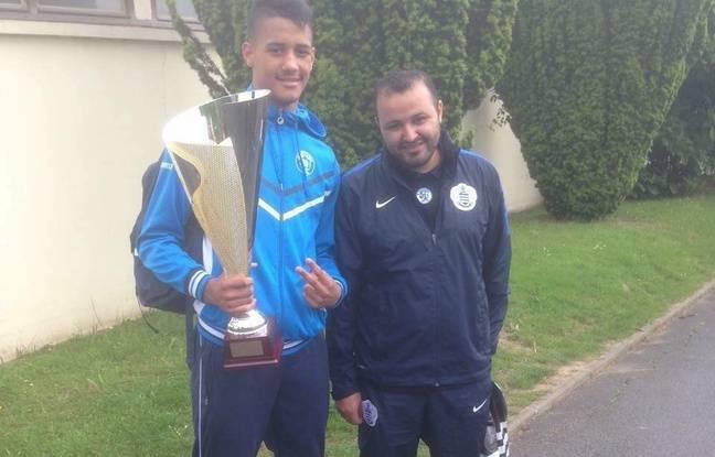 William Saliba et Abdelaziz Kaddour posent en juin 2016 avec la Coupe du 93 qu'ils viennent de remporter.