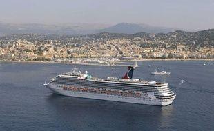 Le paquebot «Carnival Freedom» dans la baie de Cannes, sur la Côte d?Azur.