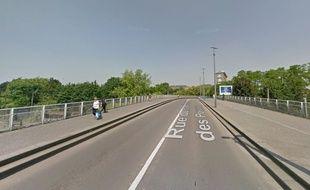 L'endroit où la femme est tombée, rue du Faubourg des Postes, à Lille.