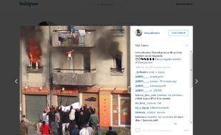 Capture d'écran d'une vidéo publiée sur Instagram montrant un bébé sauvé des flammes par un groupe de jeune de Corbeil-Essonnes, le 8 novembre 2015.