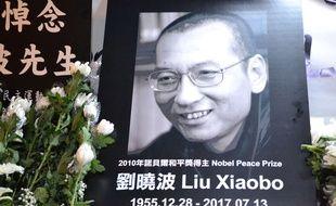 Hommage à Hong King au dissident chinois Liu Xiaobo, décédé d'un cancer  le 13 juillet 2017.