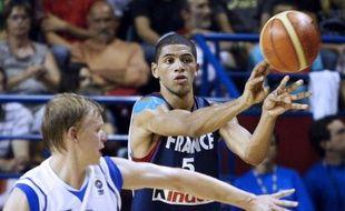 Le basketteur de l'équipe de France, Nicolas Batum, lors du match France - Finlande du 8 août 2009 à Pau.