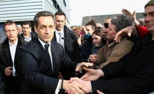"""A trois jours du premier tour de l'élection présidentielle, Nicolas Sarkozy a proposé d'attendre """"tranquillement"""" les résultats du scrutin, mercredi sur RMV/BFMTV, alors qu'il décroche dans un sondage face à son adversaire socialiste François Hollande."""