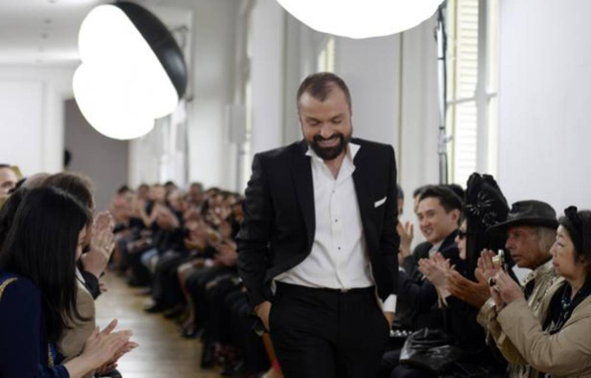 Le couturier français Julien Fournié. – AFP/MARTIN BUREAU