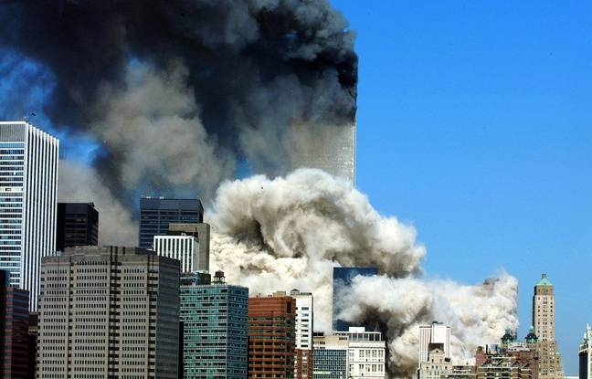 Le World Trade Center s'effondre, le 11 septembre 2001. (Photo by HENNY RAY ABRAMS / AFP)