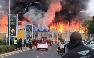 Incendie à l'aéroport de Nairobi, au Kenya, le 7 août 2013.