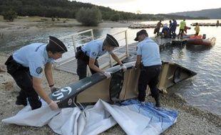 L'inquiétude grandissait vendredi soir après la disparition d'un couple de touristes français et de leurs deux enfants, partis faire du canoë jeudi après-midi sur le lac de Sainte-Croix, dans le Verdon, et dont l'embarcation a été retrouvée vide.