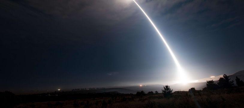 Un missile balistique intercontinental Minuteman III lancé depuis une base aérienne en Californie en août 2017.