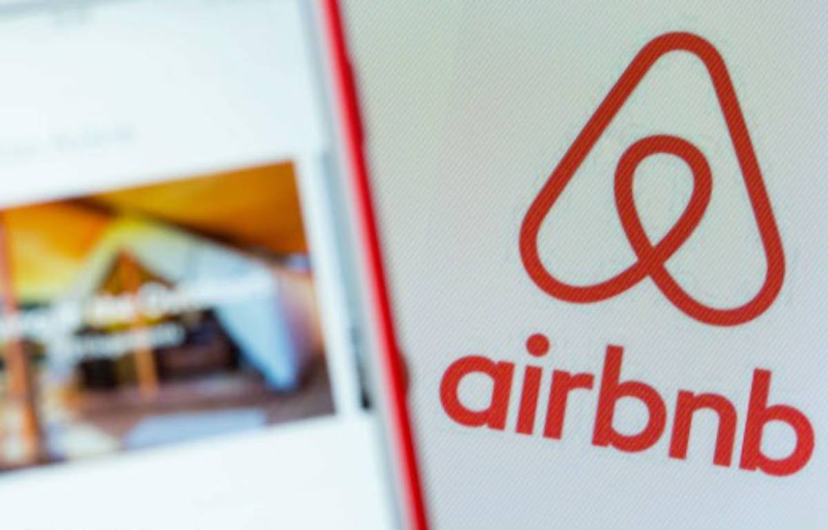 Airbnb: illustration – JENS KALAENE / DPA
