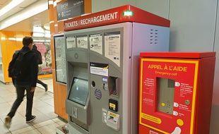 Une borne d'appel à l'aide dans le métro à Lille.
