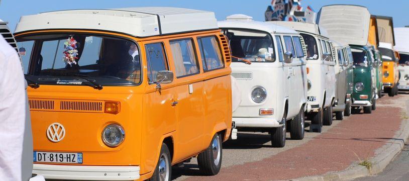 Le rassemblement a attiré environ 200 combis VW.