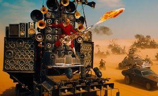 L'incroyable Doof Warrior dans le film «Mad Max» de George Miller.