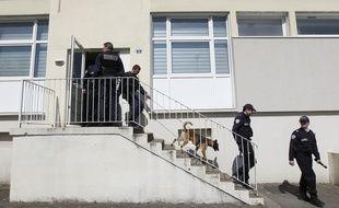 La police nationale recherche des stupéfiants dans des halls et caves d'immeubles à Nantes (illustration).