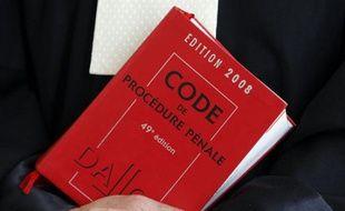 Le Code pénal.