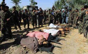 Un attentat suicide perpétré vendredi dans la cour d'une mosquée du nord de l'Afghanistan a tué huit personnes, incluant le gouverneur du district local.