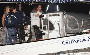 Le skipper Sébastien Josse, 3e de la Route du Rhum, partage son bonheur avec des proches à Pointe-à-Pitre, le 11 novembre 2014