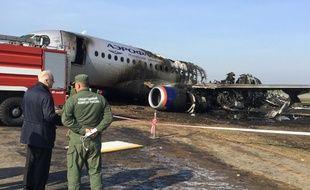 Un avion Soukhoï Superjet 100 de la compagnie Aeroflot s'est embrasé dimanche à l'aéroport Chermetievo de Moscou, faisant 41 morts.