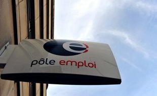 Un conseiller de Pôle emploi suit en moyenne 161 demandeurs d'emploi, et non 125 comme recensé jusqu'ici, selon une nouvelle estimation publiée mardi par le service public de l'emploi.