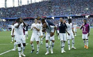 Les Bleus heureux après leur quart de finale de Coupe du monde remporté face à l'Uruguay, le 6 juillet 2018.