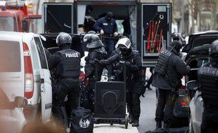 Des policiers de la BRI à Montrouge, le 8 janvier 2015.